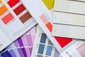 Carta livro catálogo e cartão do fã da cor para a pintura de casa Foto de Stock Royalty Free