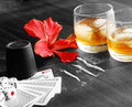 Cartes de whiskey et de jeu Images stock