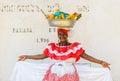 Carthagène colombie décembre la femme de palenquera vend le fruit Image stock