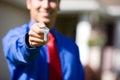 Casa chiavi di handing over home dell agente Immagine Stock Libera da Diritti