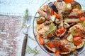 Cazuela de pollo con el chorizo la berenjena y las patatas Imagenes de archivo