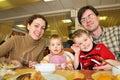 Cena del hotel de familia Fotos de archivo libres de regalías