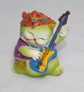 Ceramic cat playing guitar ornament Royalty Free Stock Photography