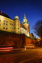 Château royal de Wawel par nuit, Cracovie, Pologne Photos stock