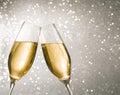 Šampanské flauty zlatý bubliny na striebro svetlo