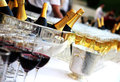 Champagne sur la table Photo stock