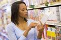 Checking female food labelling shopper Στοκ φωτογραφία με δικαίωμα ελεύθερης χρήσης