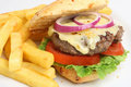 Cheeseburger com fritadas Imagem de Stock Royalty Free