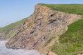 Chevron se pliant dans les strates géologiques à l asile de millook près de la fente Photographie stock