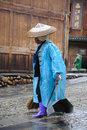 Chinese Miao cleaners are sweeping street Royalty Free Stock Images