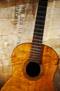 Chitarra acustica di Grunge Fotografie Stock Libere da Diritti