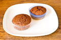 Chocolat muffins white plat wooden table Royalty Free Stock Photography
