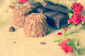 Chocolat sur la serviette brune Photographie stock