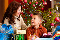 Christmas - family with gifts on Xmas Eve Royalty Free Stock Photography