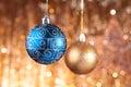 Chucherías de la Navidad del azul y del oro Imagenes de archivo