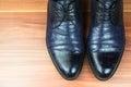Hombres zapatos en madera