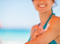 Closeup on female hand applying sun block creme Royalty Free Stock Images