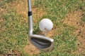 Club de golf y bola Foto de archivo libre de regalías