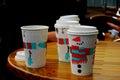 Coffe takeout filiżanki w zimie na stole Obraz Royalty Free