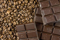 Coffee beans and dark chocolate Royalty Free Stock Photos