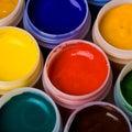 Colores y cepillos de pintura. Imagen de archivo libre de regalías