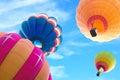 Barvitý horký vzduch balón