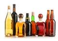 Composición con las botellas de productos alcohólicos clasificados   Imagenes de archivo