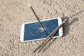 Composition de clou et de smartphone en métal Photographie stock libre de droits
