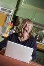 Computer laptop senior shocked woman Στοκ Εικόνα