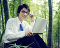 Concepto de working outdoors nature del hombre de negocios Imagen de archivo libre de regalías