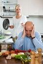 Conflicto de la familia en cocina Imagenes de archivo