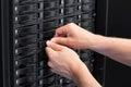 Consultor replace hard drive de las tic en el san Foto de archivo