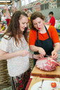 Cooking class moscow may chef anna semenova shows how to properly choose and cook beef at culinary master taste lesson beef in Stock Photo