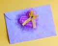 Coração roxo na carta de amor fotos conservadas em estoque Fotografia de Stock Royalty Free