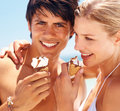 Couple enjoying an ice cream cone Royalty Free Stock Photos