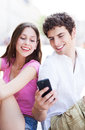 Couple looking at mobile phone young Royalty Free Stock Photography