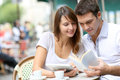 Couple sitting at a coffee shop Royalty Free Stock Photography