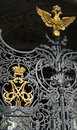 Couronne travaillée d empire russe d or et aigle d or le symbole Image stock