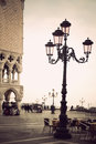 Courrier traditionnel de lampe de venise en place de san marco dans le style de cru Images stock