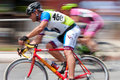 Course colorée de pan of two cyclists in criterium de tache floue de mouvement Photos stock