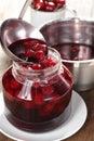 Cozinhando o atolamento de cereja ácida Imagem de Stock Royalty Free
