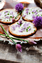Crackers with chives fresh and cream cheese Royalty Free Stock Images