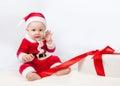 Criança pequena vestida como o fundo do branco de santa claus Imagem de Stock Royalty Free