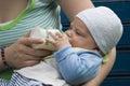 Crianza con biberón   Imagenes de archivo