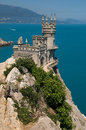 Crimea swallow s nest castle the is a decorative located in gaspra between yalta and alupka on the crimean peninsula neo gothic Stock Photos