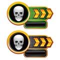 Cráneo en banderas de la placa de identificación de la flecha del oro Fotografía de archivo libre de regalías