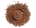 Cup and coffee beans isolated Royalty Free Stock Photography