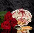 Cupcakes and red roses Royalty Free Stock Images