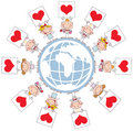 Cupidons mignons de bâton retenant des signes de coeur autour d'un Gl Photographie stock