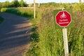 A cyclists dismount sign near a recreation path